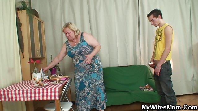 Женщины извращением выебанная молодая теща фото блондинку